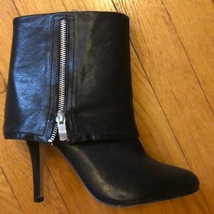 Never worn leather Vince Camuto booties 8.5